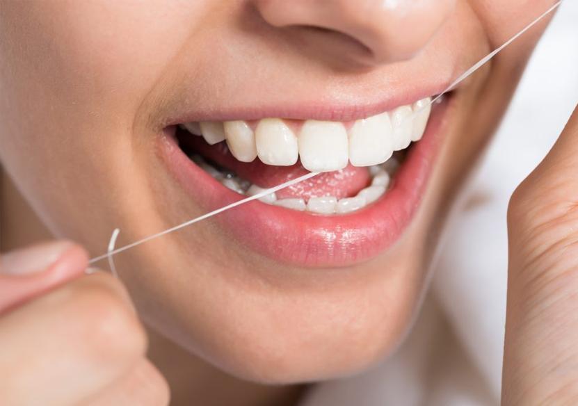 Como sacar comida de entre los dientes